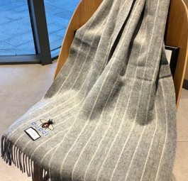 Gucci古驰2020巴黎时装展小蜜蜂印花羊绒围巾