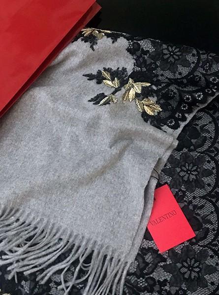 LV路易威登【林志玲同款】枫叶刺绣蕾丝羊绒围巾/黑色