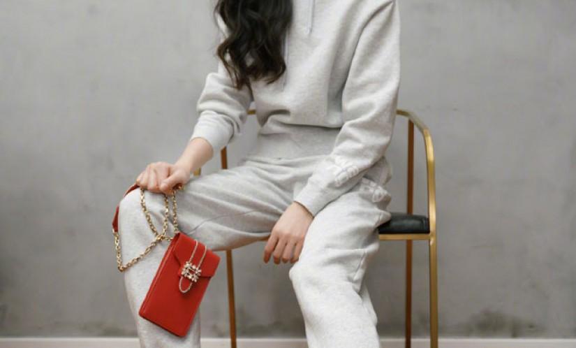 唐嫣1月15日在微博发的同款roger vivier运动小白鞋