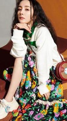 杨幂时尚COSMO2月刊拍封面的圆形包包是什么牌子?杨幂同款哆啦A梦包包