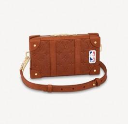 LV高仿包包 路易威登a货包包 LV联名NBA SOFT TRUNK WEARABLE 邮差包
