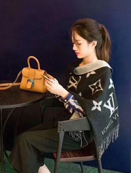 LV路易威登REYKJAVIK Chine【李湘同款】羊绒围巾/咖/黑色